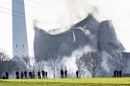 Det gamla kolkraftverket Knepper i Dortmund, Tyskland, vid rivningen tidigare i år. En snabb vändning nedåt ses nu för den smutsiga men tidigare så populära koltekniken.