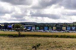 Nordby shoppingcenter ligger i lantlig miljö vid gamla E6, en kvarts körväg norr om Strömstad och är störst i landet när det gäller norsk gränshandel i Sverige. Från Oslo tar det cirka en och en halv timme att köra dit.