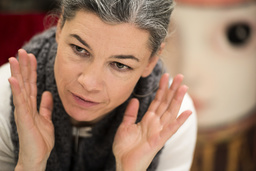 Sara Lundberg har hämtat inspiration från konstnärer med psykiska diagnoser under sitt arbete med bilderna till den nya boken 'Dyksommar'. Arkivbild.