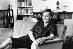 Barnboksförfattaren Astrid Lindgren skulle i år ha fyllt 112 år. Astrid Lindgren-konferensen, som har temat mod, makt och medkänsla, arrangeras på författarens födelsedag den 14 november. Bild från sommaren 1962.