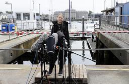Greta Thunberg under presskonferensen strax före avfärd.